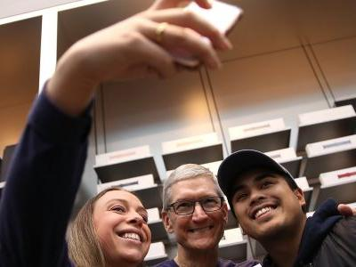 LIVE: Here comes Apple earnings