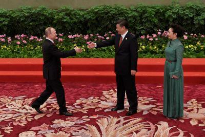 Vladimir Putin played the piano while waiting for China's Xi Jinping for bilateral talks