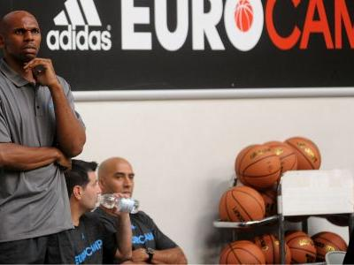 Jerry Stackhouse in negotiations to become next coach at Vanderbilt, report says