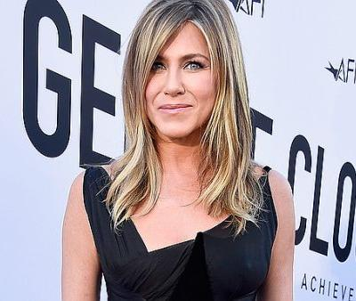 "The Workout That Jennifer Aniston Calls ""Amazing"" For Her Body at 49"