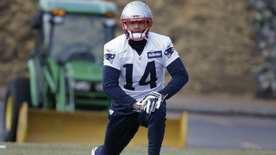 Floyd inactive for Patriots, Green for Steelers