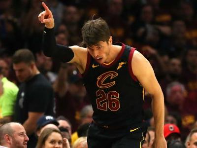 LeBron James, Tyronn Lue marvel at ageless Kyle Korver