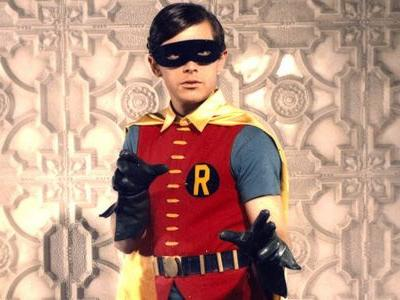 Crisis on Infinite Earths Photo Reveals Burt Ward In Robin Colors