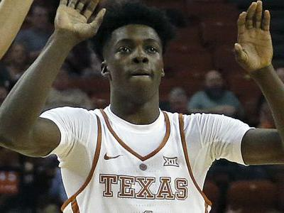 Texas guard Andrew Jones fractures toe in practice