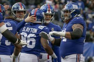 Manning throws 2 TDs, Barkley scores 2, Giants end long skid