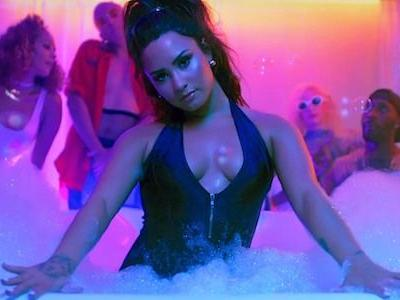 Demi Lovato Shares Photos Of Stretchmarks And Belly Fat With Fans