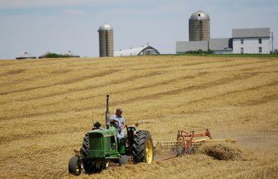 Trump gives US farmers $6bn in emergency relief to help weather trade war