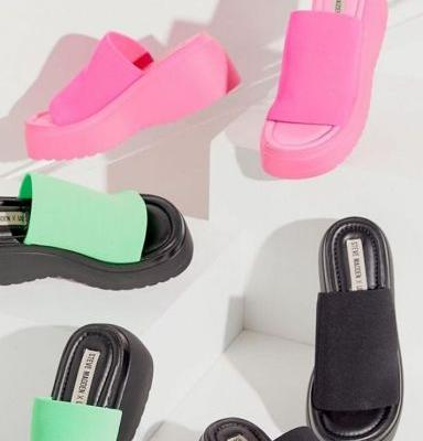 Steve Madden Just Brought Back the Classic '90s Platform Sandal, and I'm Screaming Like I'm at an *NSYNC Concert