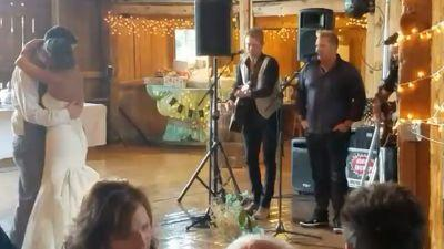Newlyweds get surprise performance from Rascal Flatts