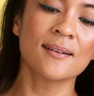 Glittery Green Gradient Wings: A Quick and Easy Holiday Makeup Look