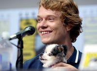 'Game Of Thrones' Star Brings Ridiculously Cute Dog On Stage At Comic-Con