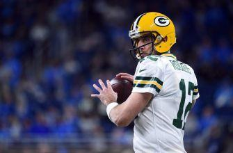 Aaron Rodgers Connects Deep on Free Play for Touchdown