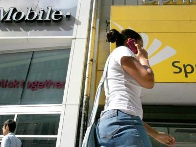 FCC says it needs more time to review T-Mobile/Sprint merger, pauses 180-day clock
