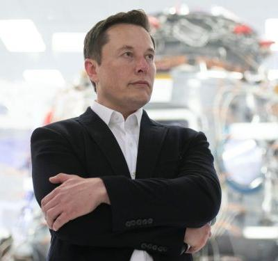Elon Musk's management style is a case study in why micromanagers are a big risk for business - and especially talent retention