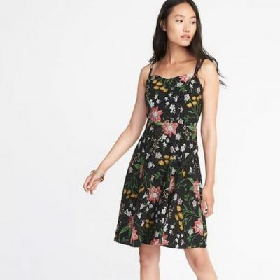 Mad Deals Of The Day: An Adorable Black Floral Dress From Old Navy And More
