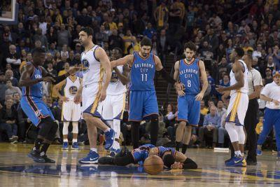 Zaza Pachulia stares down Russell Westbrook after flagrant foul
