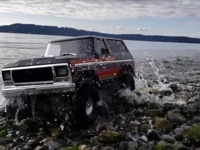 This R/C Ford Bronco's Slow-Motion 'Beach Bash' Is Weirdly Relaxing