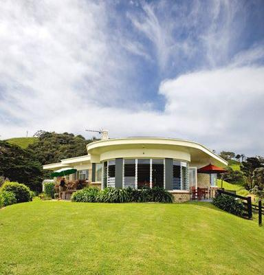 Art deco on Waiheke: This isolated, retro bach is like stepping into the 1950s