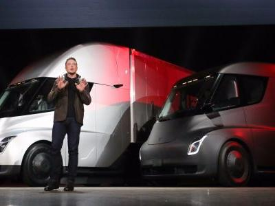 Former GM CEO calls Tesla a 'losing enterprise,' and says it's 'going out of business'