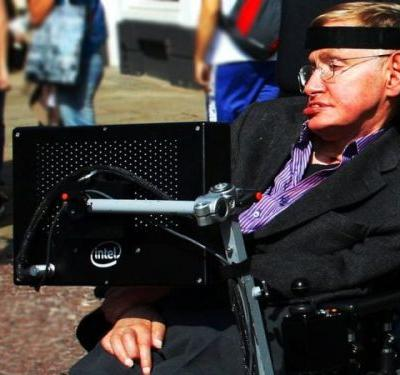 Stephen Hawking At Vietnam War Protest With Tariq Ali, Vanessa Redgrave Is A Miscaptioned Photo