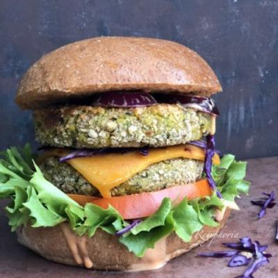 Curried chickpeas & spinach burgers