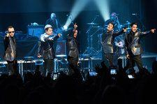 New Kids on the Block Honor Selena in Corpus Christi With Her Sister in the Front Row
