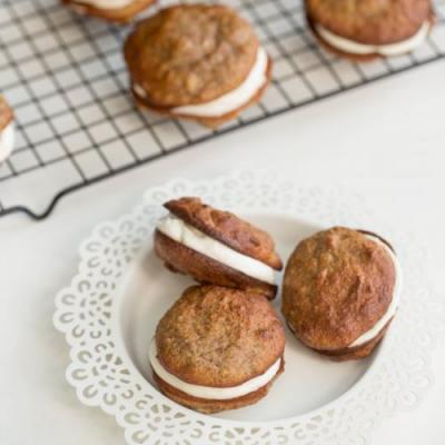 Banana Almond Whoopie Pies
