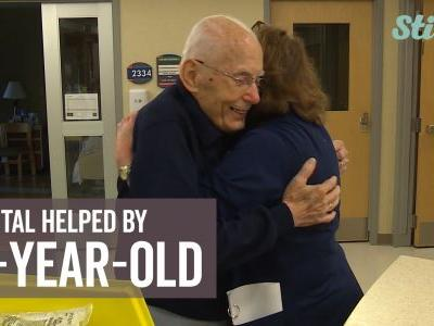 94-year-old volunteer warms hearts at hospital