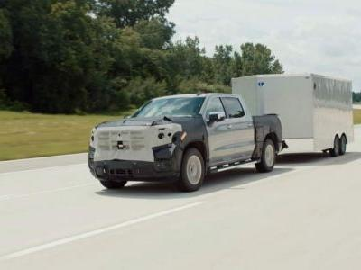 Driving GMC's 2022 Sierra with auto lane-change Super Cruise feels like the future