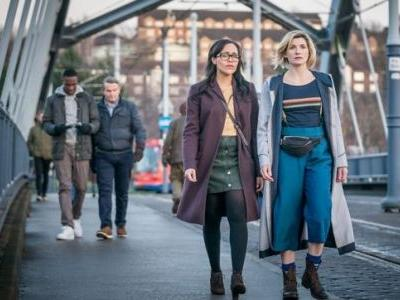 """'Doctor Who' Gives Us B-Horror Movie """"Arachnids in the U.K."""" While Mr. Big Channels Trump"""