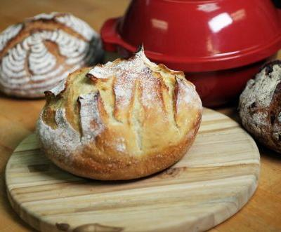 Bread baking in a Dutch oven: The best way to bake no-knead bread