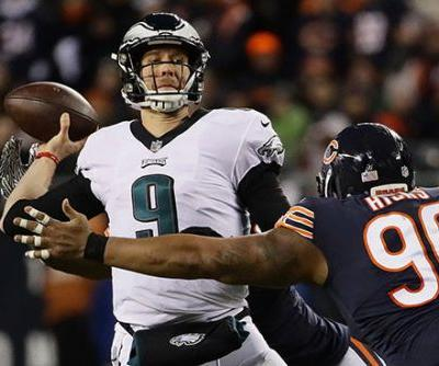 Crushing missed field goal keeps Eagles' hopes of title repeat alive
