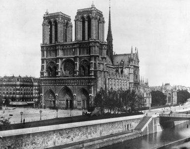 12 photos that show the glorious history of the 800-year-old Notre-Dame Cathedral, which survived multiple wars and is now burning to the ground