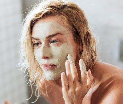 4 Warning Signs Your Skin Care Routine Is Damaging Your Skin