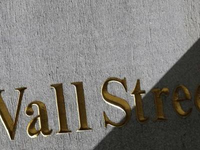 Tech, banks lead early losses for US stocks; oil heads lower