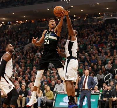 Giannis Antetokounmpo Bucks flex muscle with rout of Clippers for 14th straight win