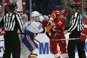 Islanders rally from 2-goal deficit, beat Red Wings 3-2