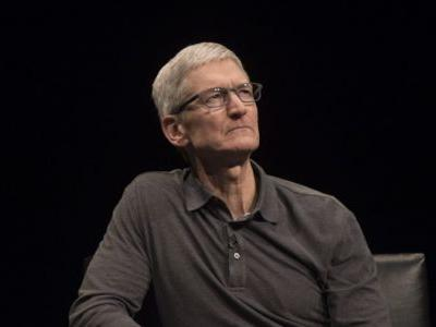 Tim Cook makes surprise appearance at Toronto Apple Store to tout 'Everyone Can Code'