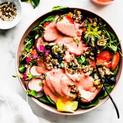Superfood strawberry spinach salad