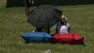 Golf fans find way to stay comfortable while watching U.S. Open