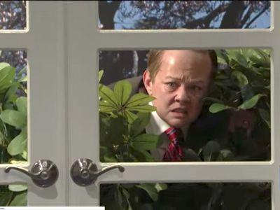 Melissa McCarthy's Sean Spicer emerges from the bushes to address James Comey's firing on 'SNL'