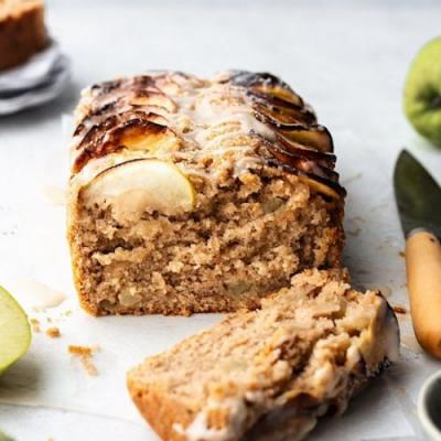 Vegan Cinnamon Apple Cake