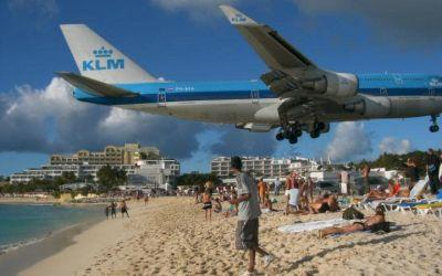 Woman tourist killed by jet blast at notorious Caribbean airport