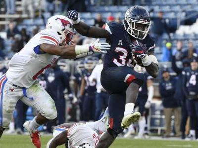 2019 College Football Rankings: No. 128 UConn stuck at bottom of American Athletic Conference