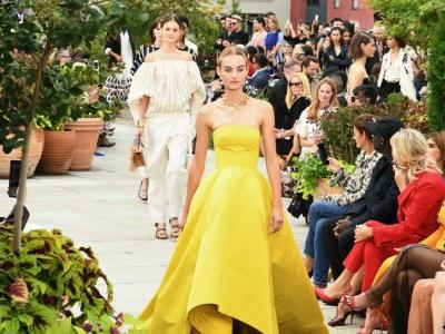Take an Exotic Vacation With the Oscar de la Renta Spring 2019 Collection