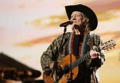 Willie Nelson cuts concert short due to breathing problems