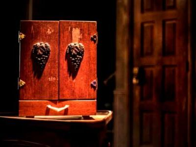 The Possession: The True Story of The Dybbuk Box | Screen Rant