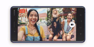 The new Nokia 8 phone lets you take 'bothies' along with selfies - here's what that means