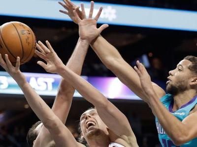 Kelly Olynyk hits game-winning free throw, Heat stun Hornets