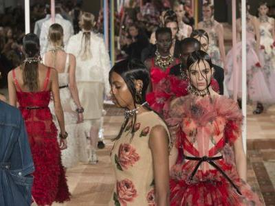 See Every Look From Alexander McQueen's Spring 2018 Collection